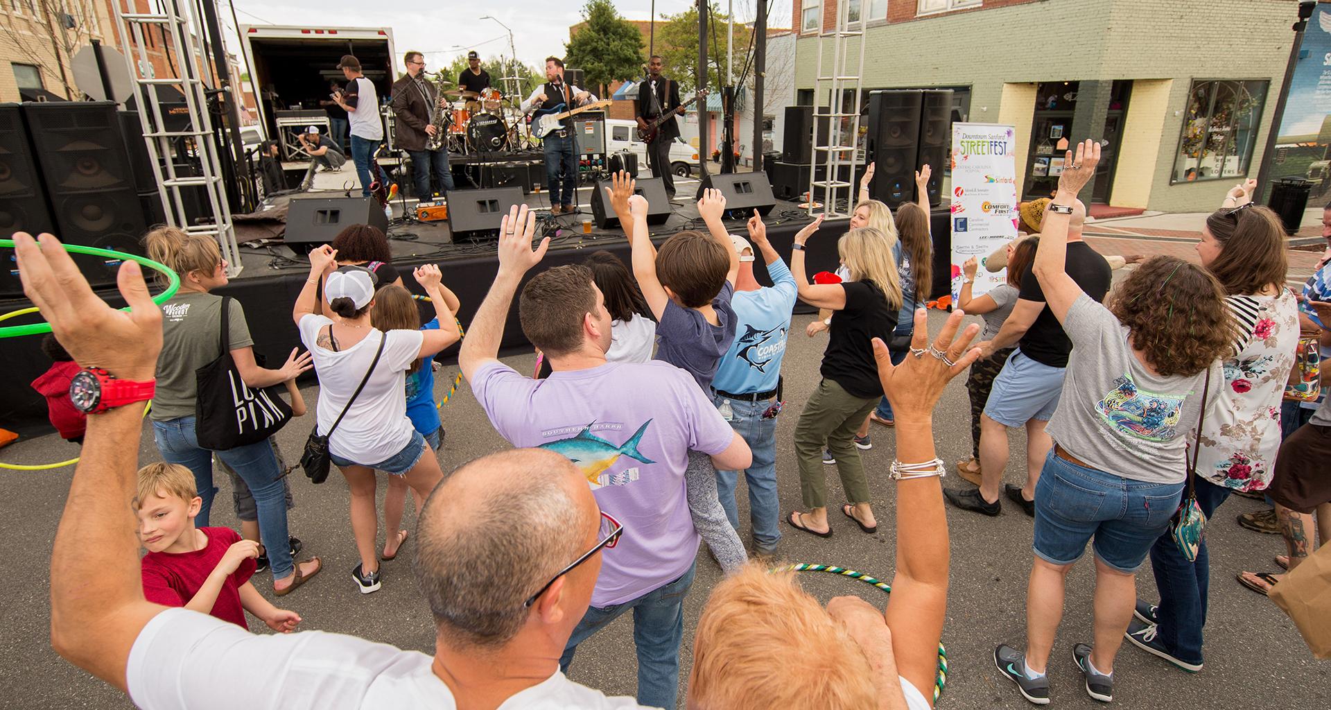 Visit Sanford Partner DSI's Downtown Alive Concert Series